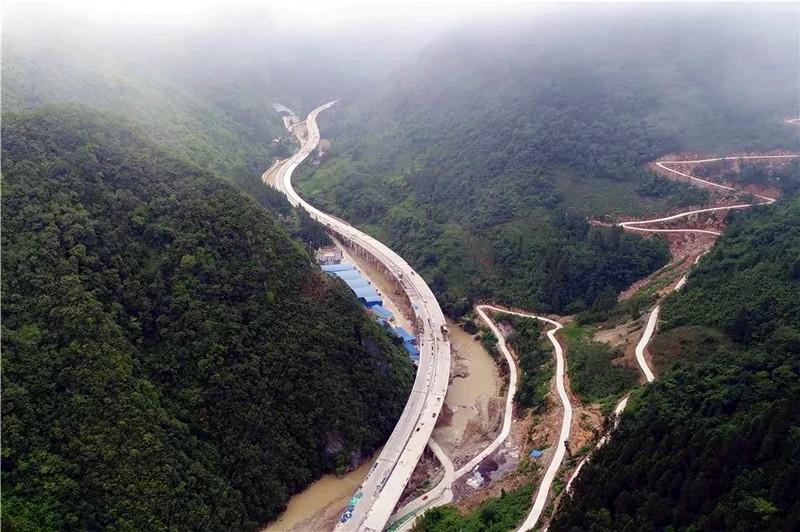 <b>近期全国范围新中标高速公路项目及中标单位</b>